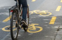 A pótlóbuszok használhatják az ideiglenes kerékpársávot