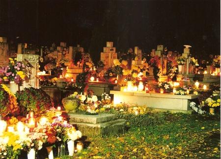 Közlekedési rend a temetőkhöz induló járatokon az október 23-i hosszú hétvégén