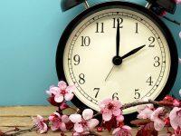 Vasárnap egy órával kevesebbet alhatunk