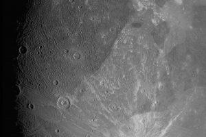 Ezer méterre a Jupiter egyik holdjától a Ganymedesről