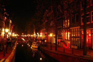 A hollandok megunták a kiflit. Korlátozásokat vezetnek be a turistákra